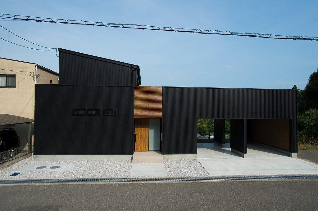 ガレージのあるL字型のお家