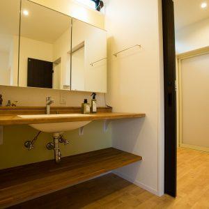 洗面化粧室 高知県土佐市A様邸注文住宅施工実績 ガレージのあるL型の家