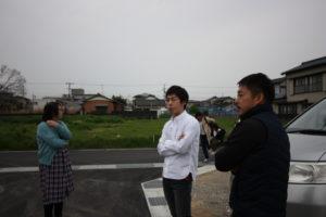 高知市M様邸地鎮祭後の兄弟同じ格好した写真|高知注文住宅SAI
