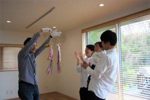 高知市K様ご夫婦がくす玉を割って頂いた画像|高知市注文住宅SAI